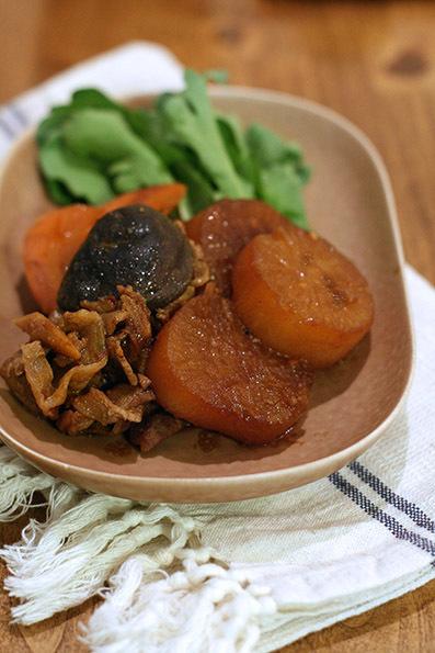 豚バラ大根(豆味噌煮)と焼き魚_e0137277_23233597.jpg