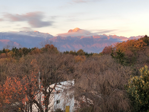冠雪が始まる。甲斐駒ケ岳、八ヶ岳はやっと赤岳が冠雪しはじめました。_d0338282_11160413.jpg
