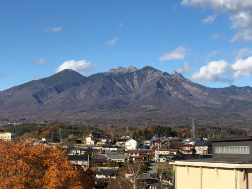 冠雪が始まる。甲斐駒ケ岳、八ヶ岳はやっと赤岳が冠雪しはじめました。_d0338282_11161140.jpg