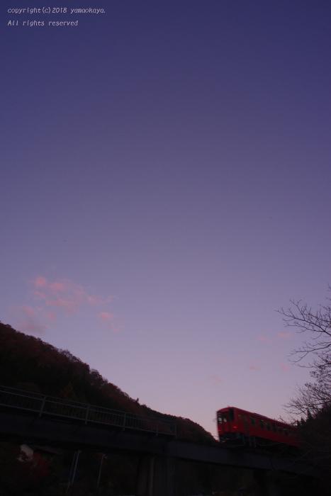 桃色に染まった東の空を_d0309612_22442259.jpg