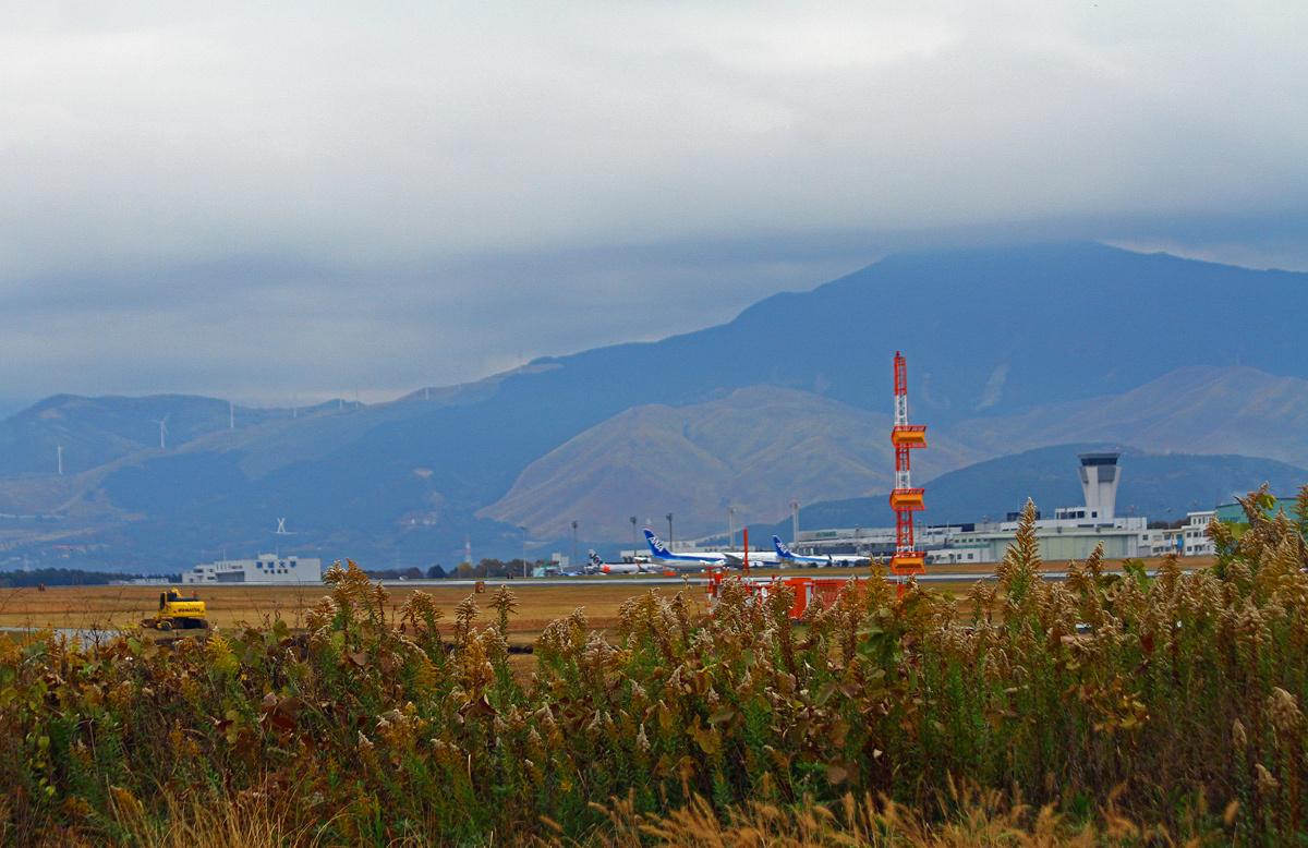 昨日の阿蘇熊本飛行場。_b0044115_08563066.jpg