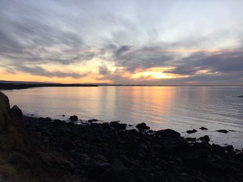 アイスランド、陽は昇るけど登り切らない冬の日の荒涼_c0003620_05013844.jpg