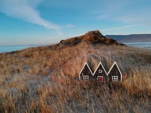 アイスランド、陽は昇るけど登り切らない冬の日の荒涼_c0003620_05013923.jpg