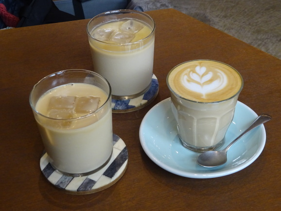 HEY COFFEEさんでラテ_e0230011_17184669.jpg