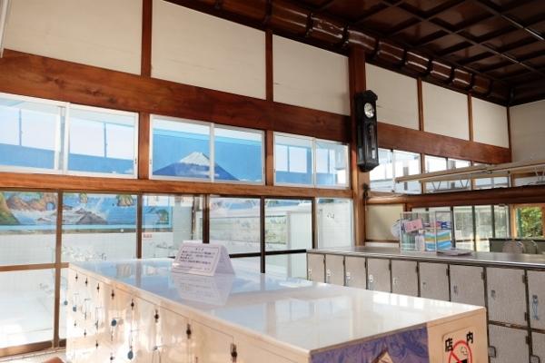 江東区最期を飾る24カ所目のお風呂屋さんは、これぞ銭湯と言わんばかりの出で立ちでした。_e0120614_14084638.jpg