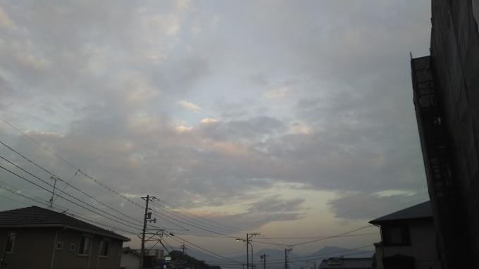 やや雲がある朝です_e0094315_07210184.jpg