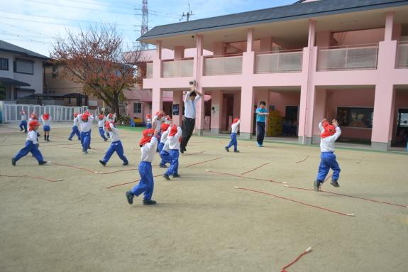 体育の様子☆_e0125433_15211676.jpg