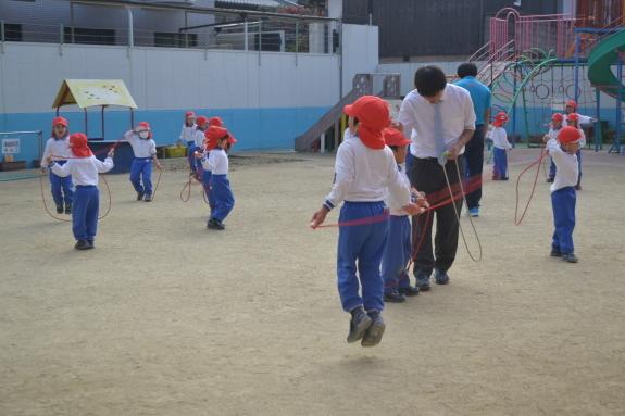 体育の様子☆_e0125433_15374853.jpg