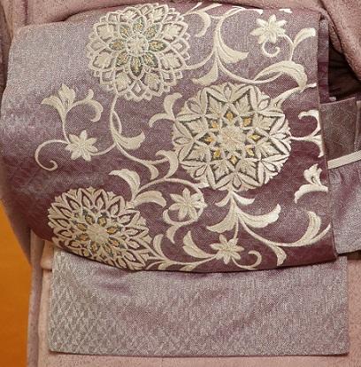 10周年・色無地に東京で出逢われた三眠蚕の帯のお客様。_f0181251_15154364.jpg