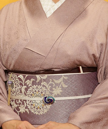 10周年・色無地に東京で出逢われた三眠蚕の帯のお客様。_f0181251_15172244.jpg