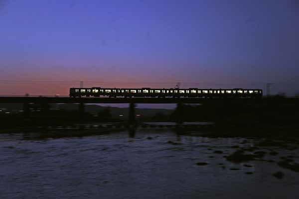 夕闇の八高線多摩川鉄橋_f0173596_23303217.jpg