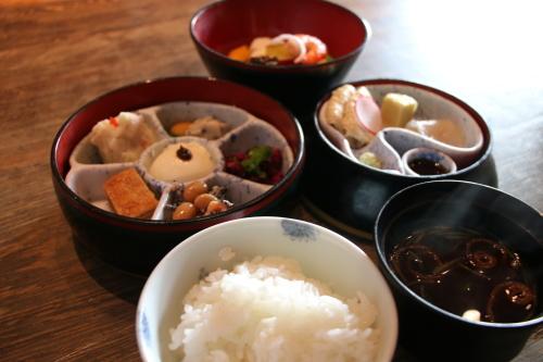明治150年記念・日本を変えた「千の技術博」見学後の昼食は、韻松亭(上野公園内)で_c0075701_20430237.jpg