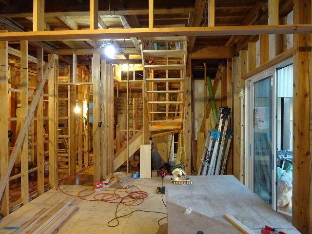 盛岡市乙部 フルリフォームの現場 大工工事進行中。_f0105112_04375585.jpg