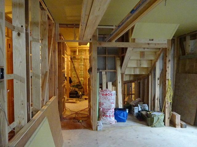 盛岡市乙部 フルリフォームの現場 大工工事進行中。_f0105112_04433684.jpg