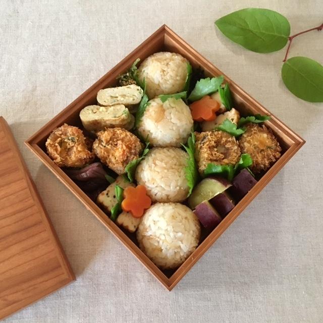 luncn box 生姜の混ぜごはんと秋刀魚のロール揚げを母に_a0165160_16414992.jpg