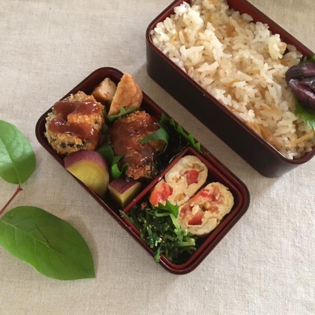 luncn box 生姜の混ぜごはんと秋刀魚のロール揚げを母に_a0165160_16560942.jpg