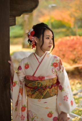 きれいな紅葉と着物姿の素敵な娘さんが見れて良かったわ〜_b0194185_18440401.jpg