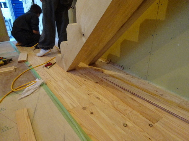 盛岡市本町通 地域材を使い大工の作る木造3階建住宅 大工工事進行中。_f0105112_04282492.jpg