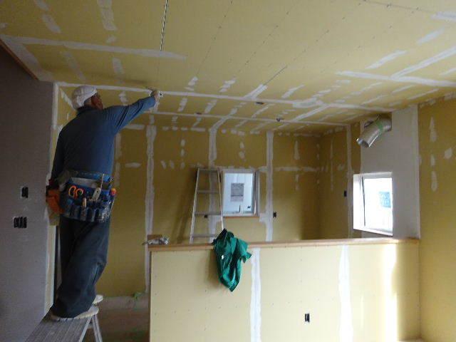 盛岡市本町通 地域材を使い大工の作る木造3階建住宅 大工工事進行中。_f0105112_04400222.jpg