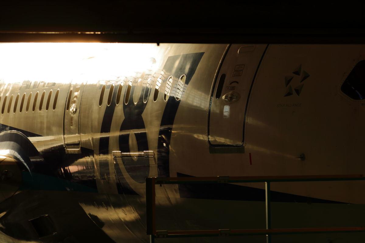 次のフライトに向けて ~ANA 整備工場~_a0263128_09091244.jpg