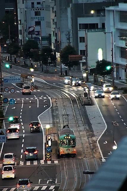 藤田八束の鉄道写真@高知市内を走る路面電車は便利なこと最高です。一日乗り放題600円で5分間隔で走っている・・・観光客は路面電車が嬉しい_d0181492_18191009.jpg