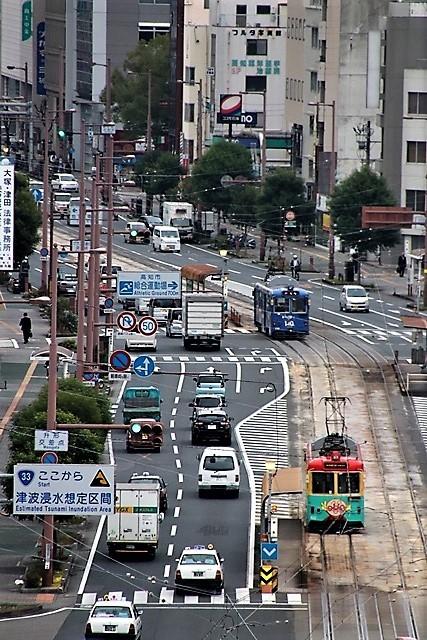 藤田八束の鉄道写真@高知市内を走る路面電車は便利なこと最高です。一日乗り放題600円で5分間隔で走っている・・・観光客は路面電車が嬉しい_d0181492_18201275.jpg