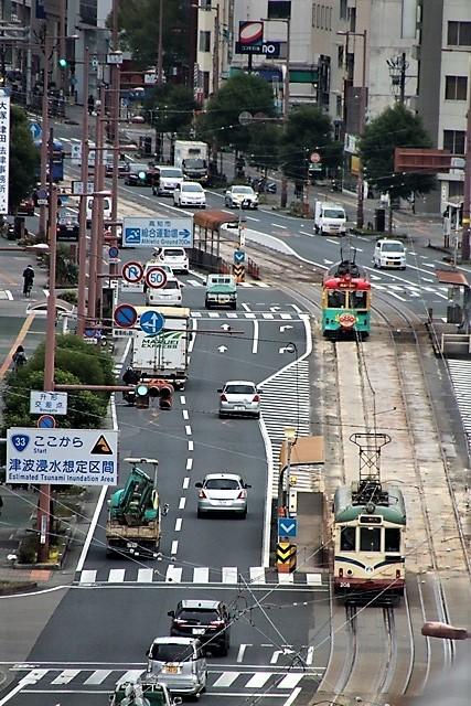 藤田八束の鉄道写真@高知市内を走る路面電車は便利なこと最高です。一日乗り放題600円で5分間隔で走っている・・・観光客は路面電車が嬉しい_d0181492_18202688.jpg