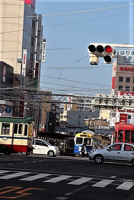 藤田八束の鉄道写真@高知市内を走る路面電車は便利なこと最高です。一日乗り放題600円で5分間隔で走っている・・・観光客は路面電車が嬉しい_d0181492_18213310.jpg