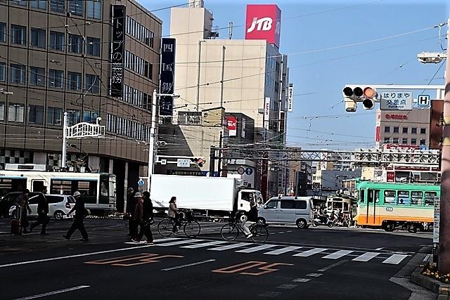 藤田八束の鉄道写真@高知市内を走る路面電車は便利なこと最高です。一日乗り放題600円で5分間隔で走っている・・・観光客は路面電車が嬉しい_d0181492_18221604.jpg