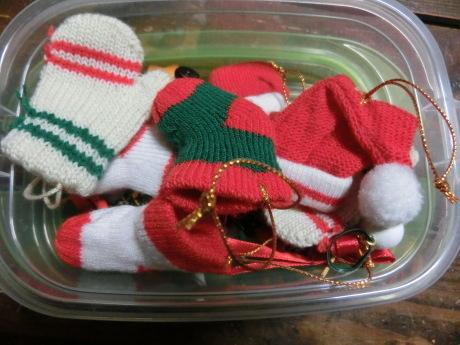 クリスマスホーリーの木、ミニの靴下・手袋_a0203003_22245477.jpg
