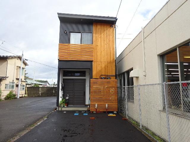 本町通り 住宅建替え工事 完成しました!_f0105112_04303221.jpg