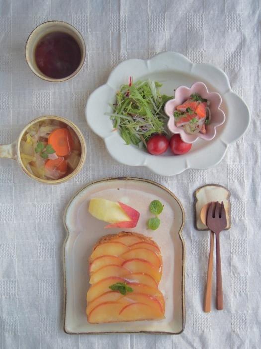 りんごトーストの朝ごはん_b0277136_08300006.jpeg