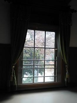 ホールの窓 上野公園(東京)_e0098739_19334099.jpg