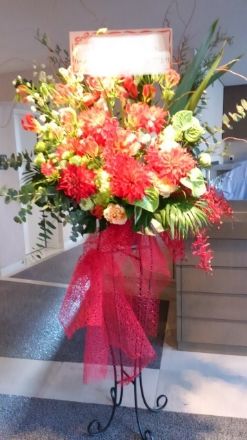 さいたま芸術劇場へスタンド花のお届け致します!_b0196913_21042883.jpeg