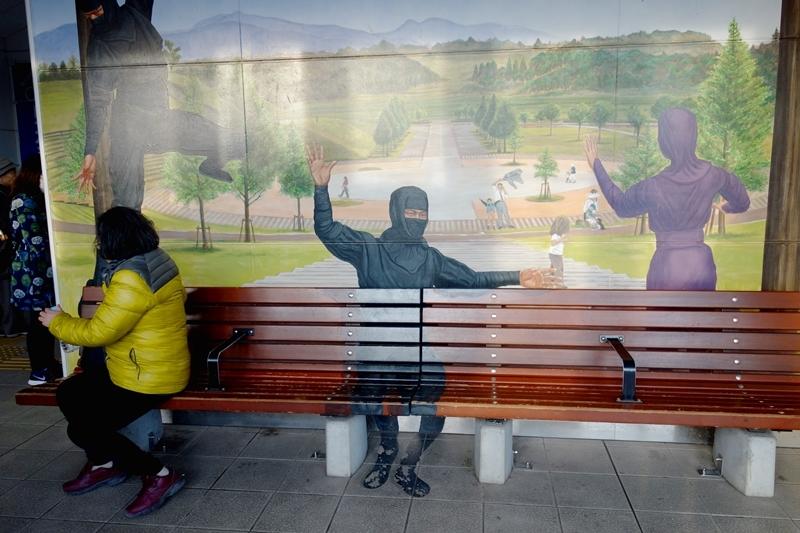 秋の終わりの旅:忍者が出没する駅//「名月や池をめぐりて夜もすがら」なんて。_b0018682_20392116.jpg