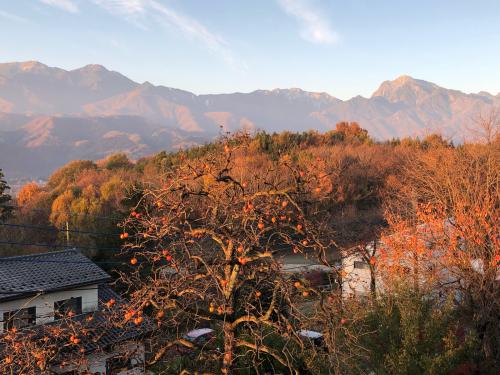秋も終わり、雪化粧が待たれる、甲斐駒ケ岳。今、。_d0338282_09030061.jpg