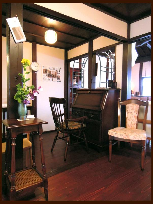 「コロニアルシリーズ」伝統的なコロニアルスタイルをモチーフにした優雅な家具_d0224984_14063625.jpg