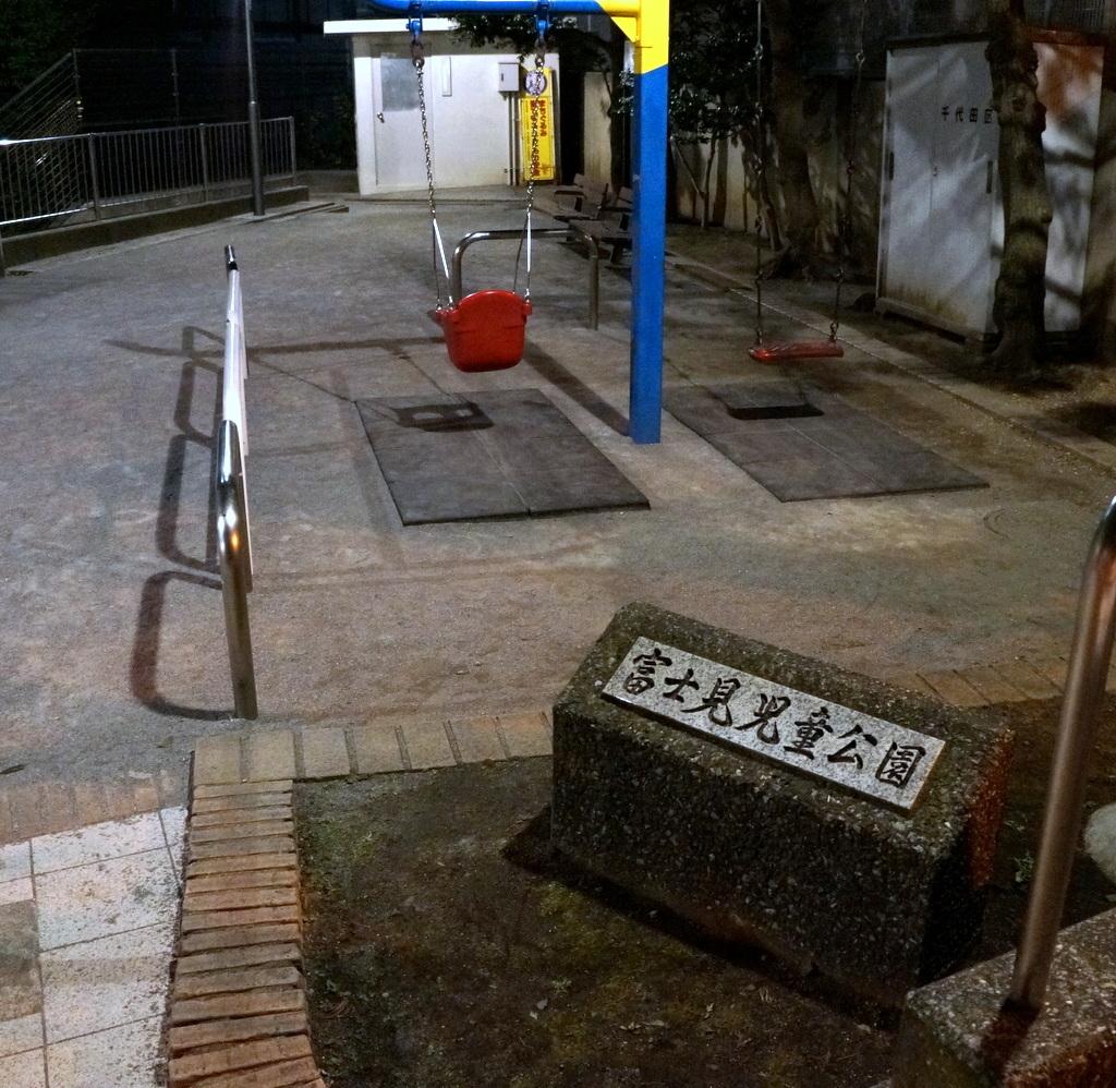 飯田橋の「島」から靖国神社を抜けて 11/1_c0180686_19244327.jpg