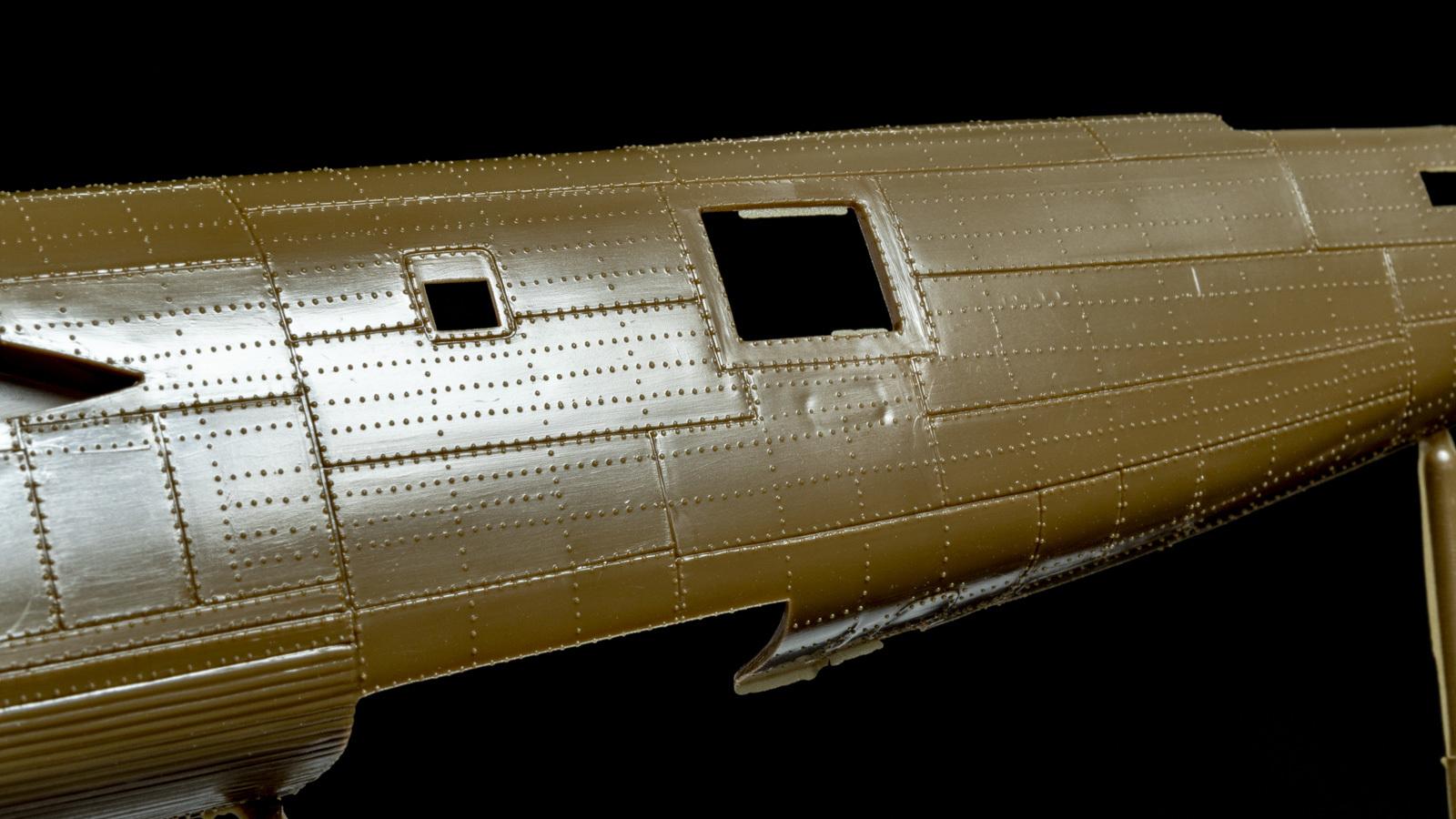 【パチ組みの月曜日】60年前の舶来キット、B-24リベレーターを貼る_b0029315_22195274.jpg