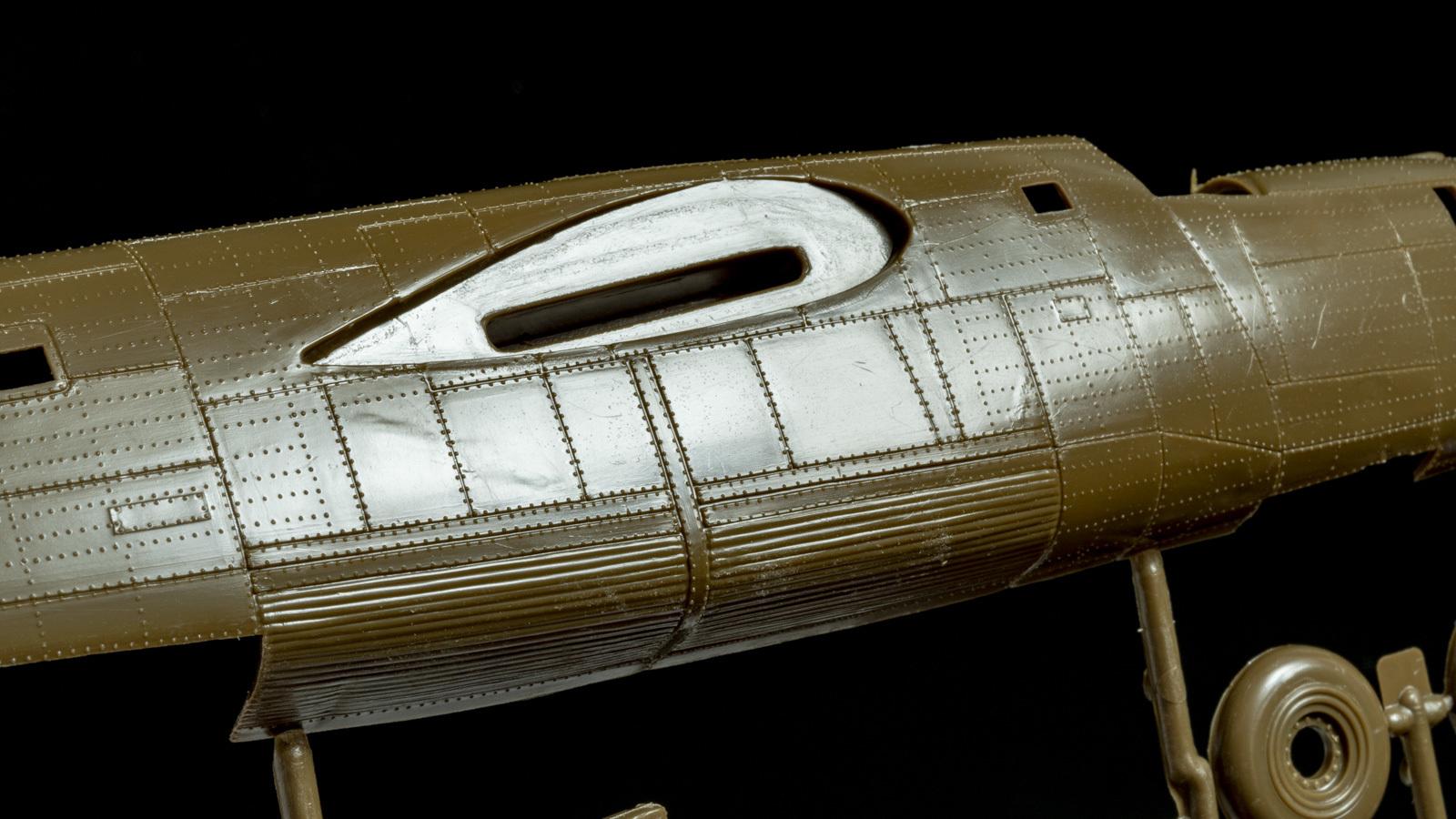 【パチ組みの月曜日】60年前の舶来キット、B-24リベレーターを貼る_b0029315_22203834.jpg