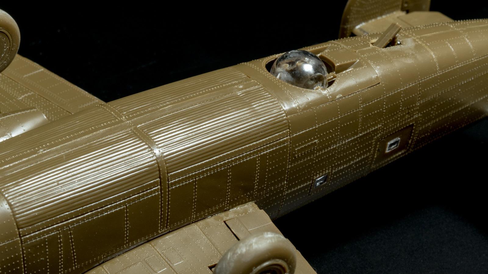 【パチ組みの月曜日】60年前の舶来キット、B-24リベレーターを貼る_b0029315_22283522.jpg