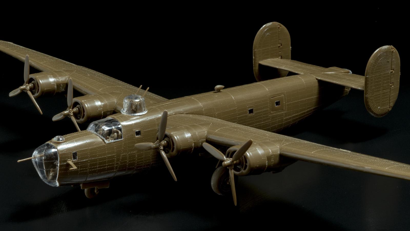 【パチ組みの月曜日】60年前の舶来キット、B-24リベレーターを貼る_b0029315_22303235.jpg