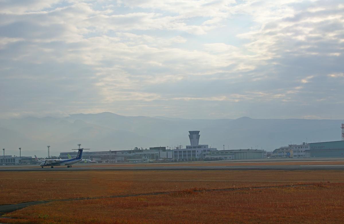 昨日の阿蘇熊本飛行場。_b0044115_08013414.jpg