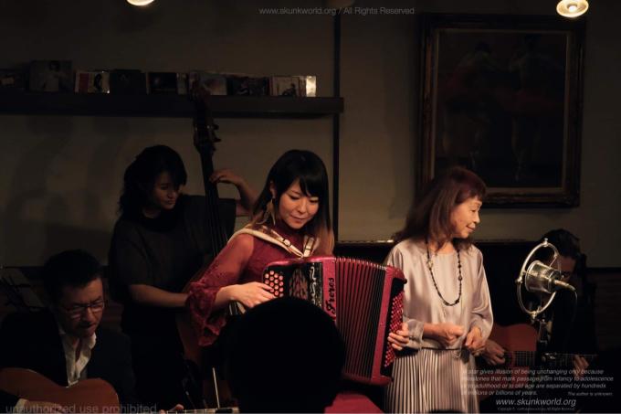 カフェマヌーシュの川瀬眞司リーダーの追悼ライブがグラバー邸で行われました。_c0091117_00084009.jpg