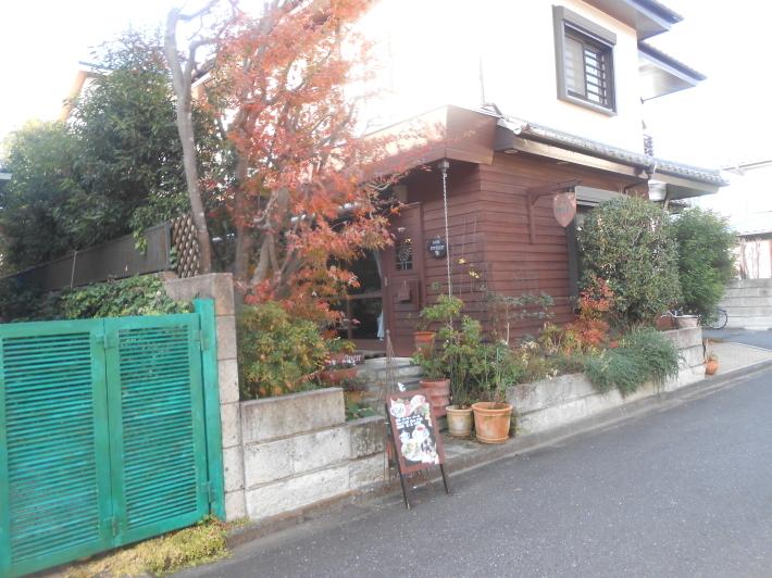 お友達の隠れ家カフェでケーキを食べ、黄葉を見ながら帰る。_a0095931_13090586.jpg