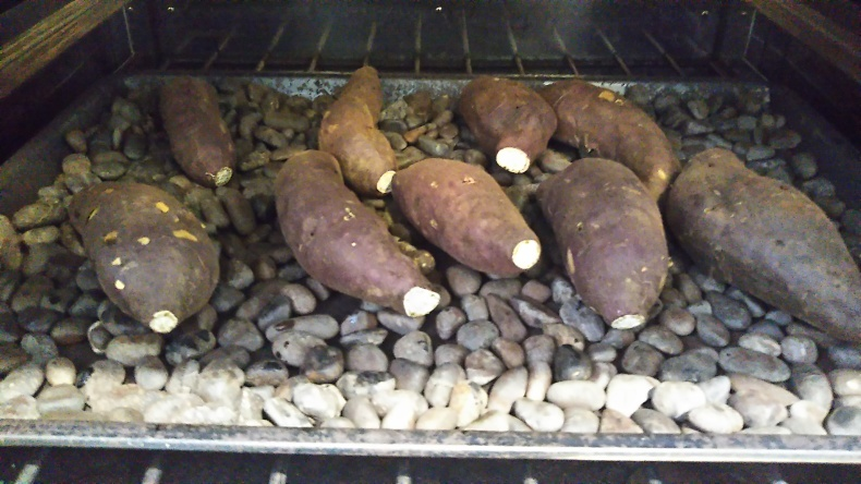 大洗まいわい市場   焼き芋が焼き上がりました❗_a0283448_11122898.jpg