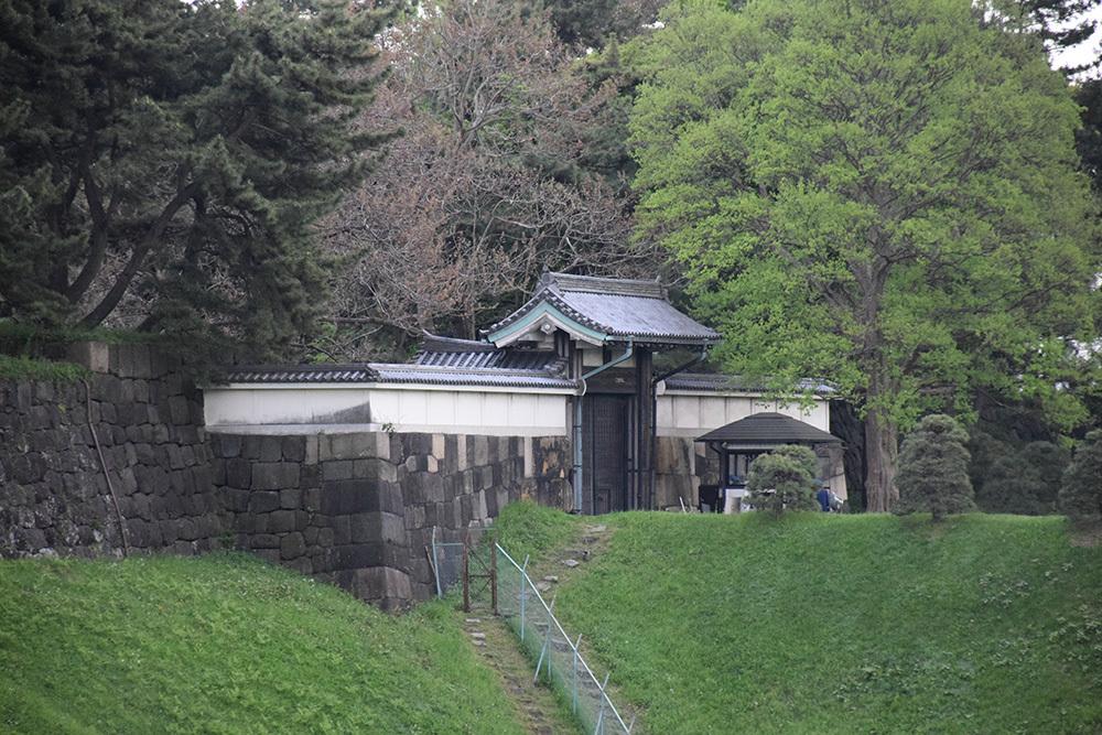 江戸城を歩く。 その10 「半蔵濠~半蔵門~桜田濠」_e0158128_18302846.jpg