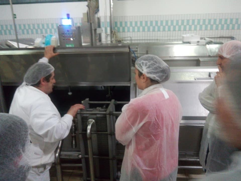 チーズ工場見学&モッツァレラづくり!_b0305039_23383009.jpg