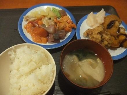 超安いランチ海鮮丼を見つけました。高架下「根室食堂」_f0362073_13542846.jpg