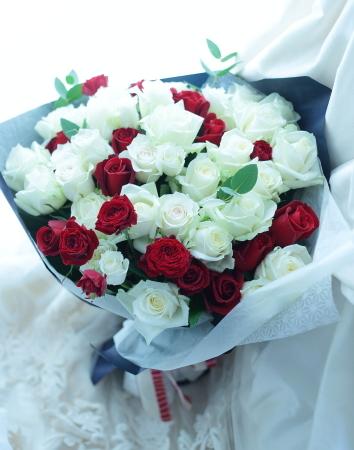 卒花嫁さまからの花のギフト お母様へ、白バラと赤バラのお誕生日お祝いに_a0042928_12221398.jpg
